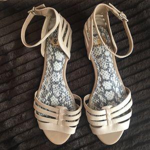 Giani Bini Sandal Flats, Cream, Size 7.5